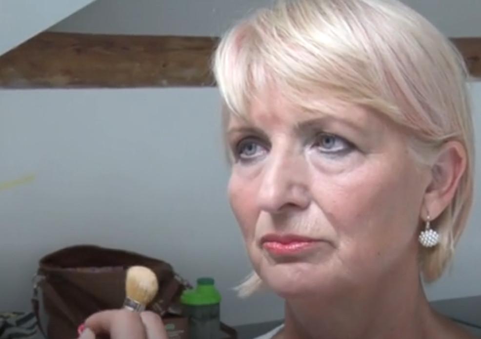 Пенсионерка боялась использовать в прическе розовый. Но, решив послушать стилиста, не прогадала и теперь выглядит стильной красавицей