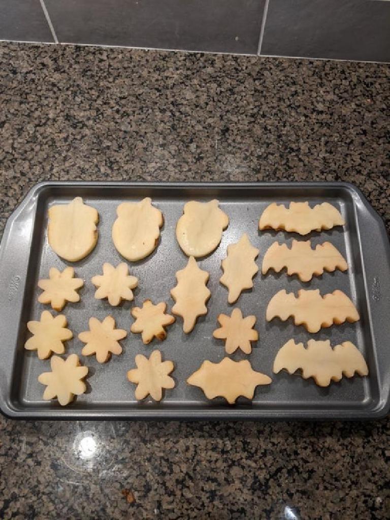 Обычный картофель можно превратить в интересную закуску: понадобятся формочки для печенья и специи
