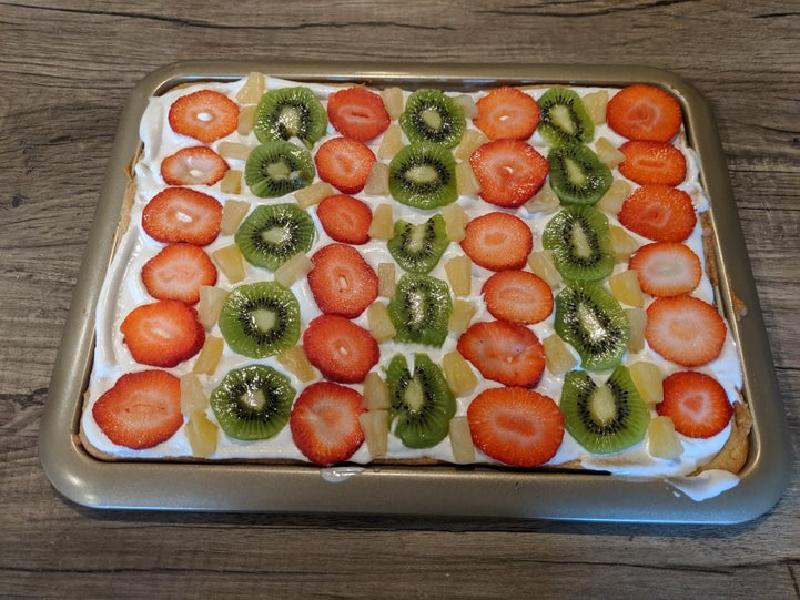Веганский фруктовый торт на основе коржа-печенья: отлично подойдет для самых больших праздников