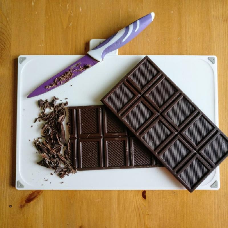 Заранее заготавливаю шоколадные бомбочки, а когда хочется какао – кидаю их в стакан и заливаю горячим молоком: с зефирками получается особенно вкусно