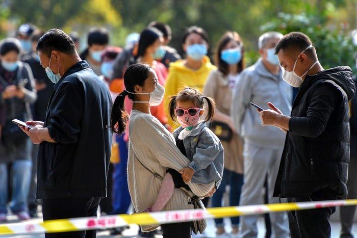В Китае протестируют на COVID-19 целый город с населением 9 миллионов человек из-за нескольких случаев заражения
