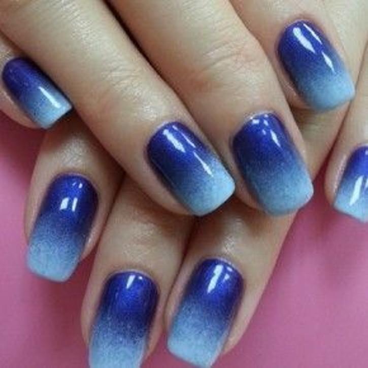 Синий в этом году тоже в моде. 10 ярких примеров стильного синего маникюра