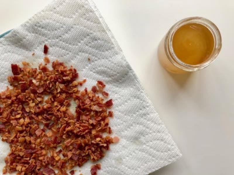 Идеальная выпечка к завтраку: ароматный кекс с жареным беконом
