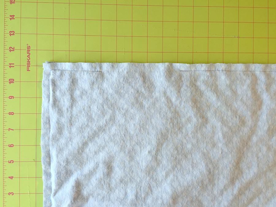 Сшила для своего малыша двустороннее одеяло нужного размера. Оно приятное, легко помещается в переноску, а на шитье ушло всего 30 минут