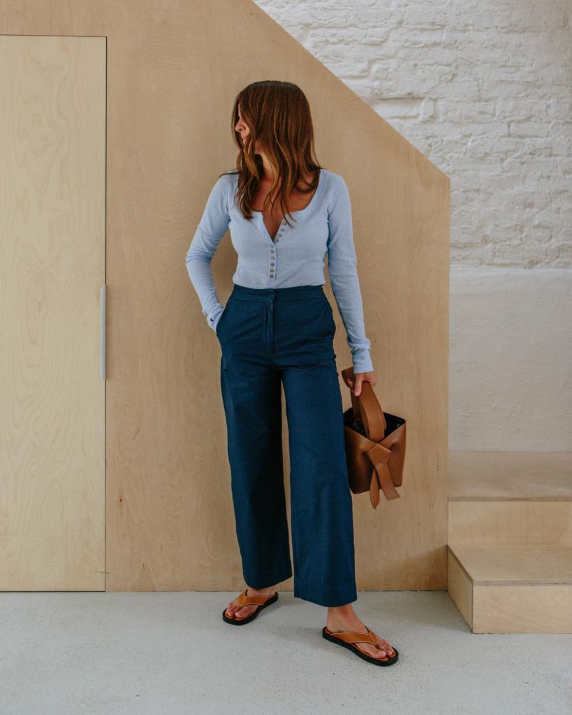 """""""Я живу в этих джинсах"""": Ким Теркингтон из Лондона продемонстрировала наряды, состоящие всего из нескольких вещей"""