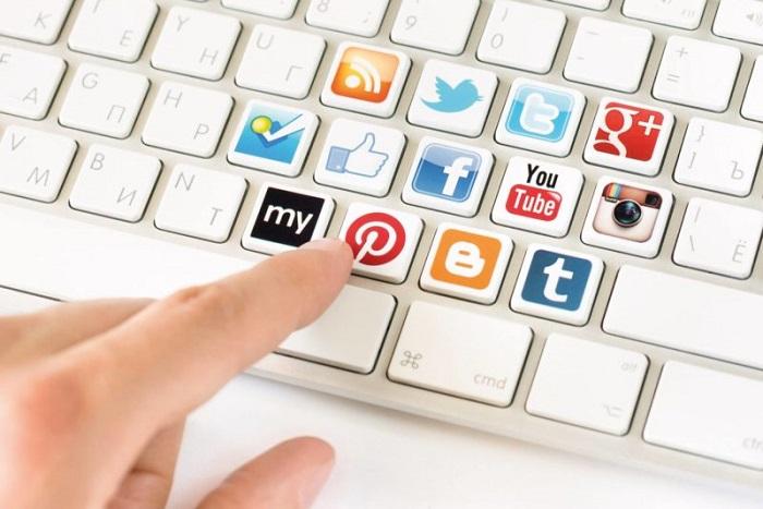 """Если жизнь превращается в постоянный просмотр интернет-страниц: советы, как вырваться из """"лап"""" соцсетей"""