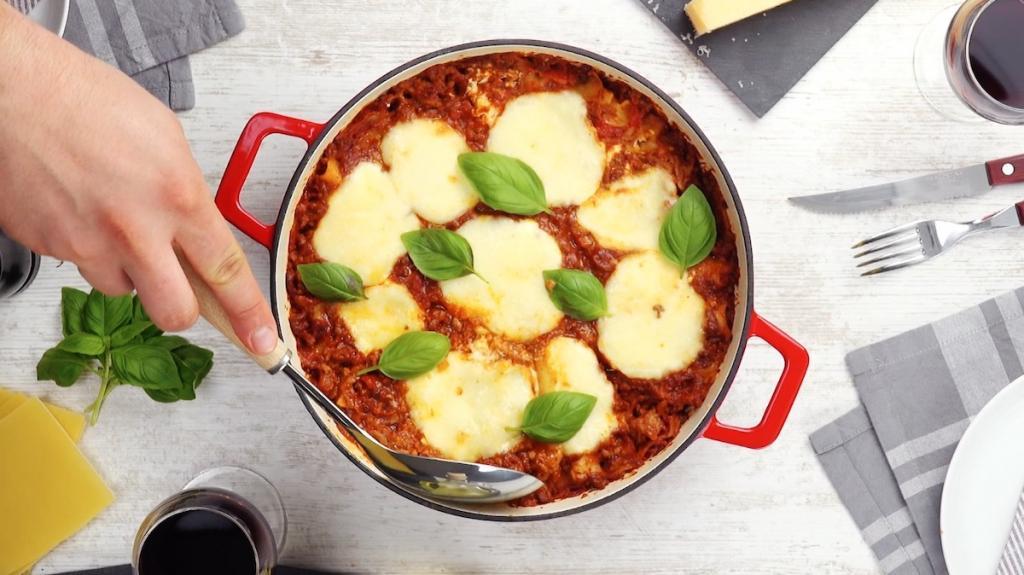 Лазанью всегда готовлю без духовки в одной сковороде. Получается невероятно вкусно и просто