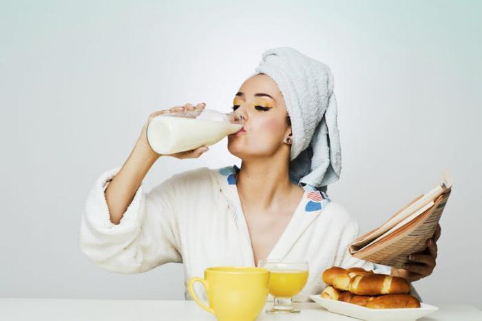 Врач Елена Смирнова рассказала, как правильно пить кефир: его польза зависит от времени употребления