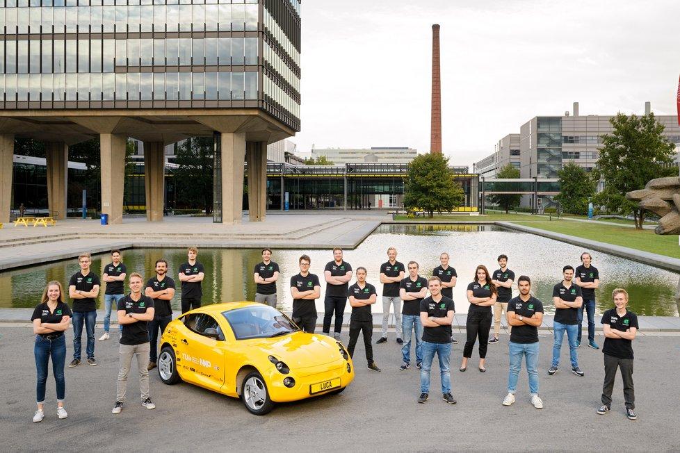 Спортивный с виду и экологичный автомобиль Luca создан студентами Нидерландов из переработанного мусора. Фото