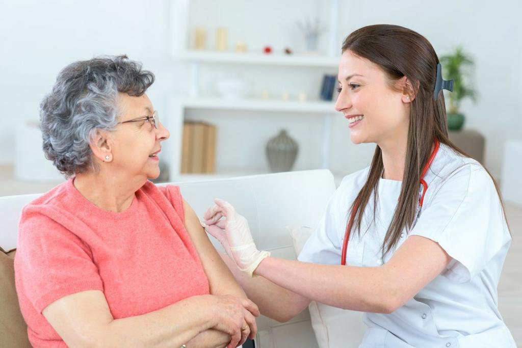 Российские медики рассказали об особенностях вакцинации пожилых людей