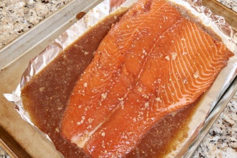 Нежный запеченный лосось в соевом соусе: порадуйте свою вторую половинку превосходным ужином