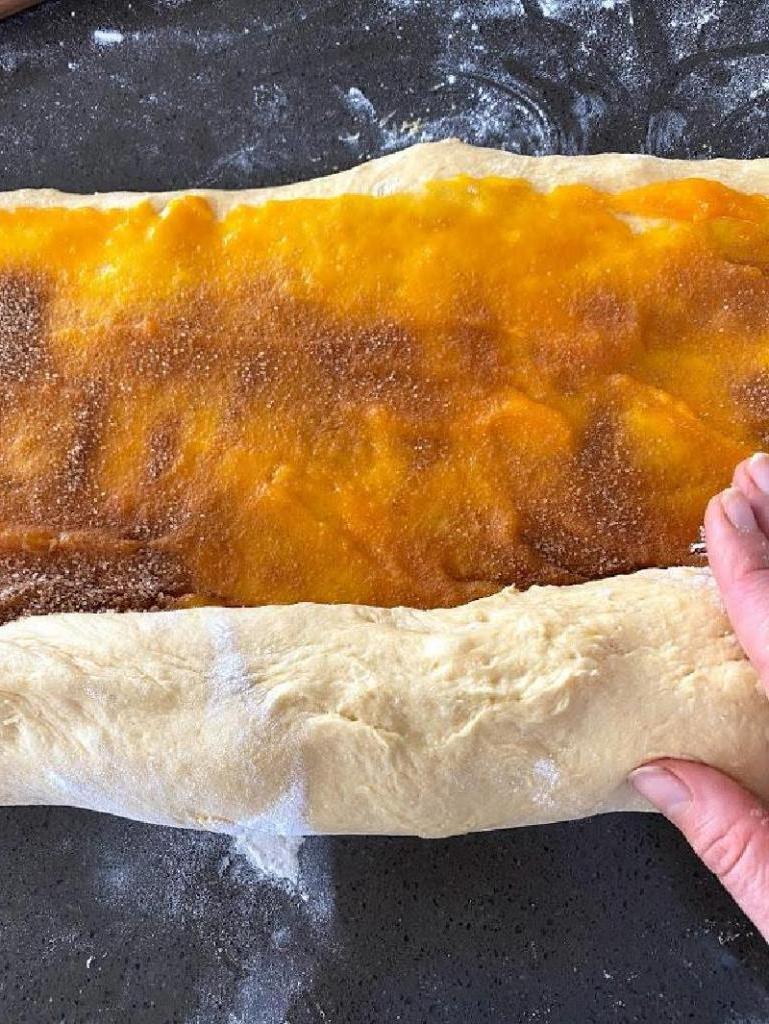Тыквенные синнабоны с айвой и кремом: воздушные булочки с изумительной начинкой