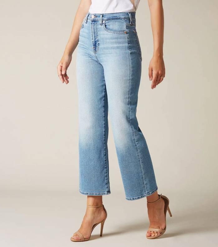 Самая удобная вещь в гардеробе – джинсы. Уже известно, какие тренды ждут нас в 2021 году