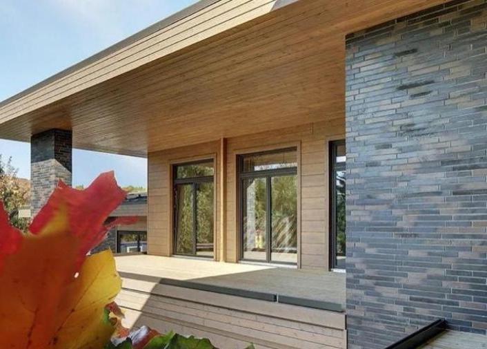 Натуральное дерево и панорамные окна: Ксения Собчак показала фото нового дома