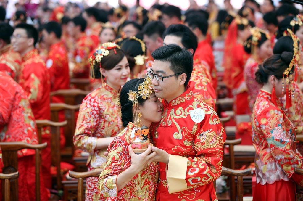 «Золотая неделя»: свадебный бум в Китае. Более 600 000 влюбленных пар вступили в брак