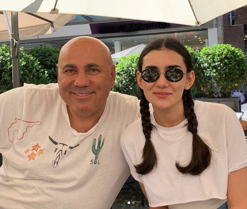 Отцовская гордость: дочь Иосифа Пригожина поделилась радостной новостью о поступлении в Нью-йоркскую киноакадемию. В Штаты девушка переезжает в следующем году