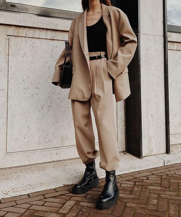 Викторианский рукав, джинсы-клеш, корсеты:винтажныетенденцииосени-зимы, которые могут органично работать в каждом из стилей, от классики до стритвера