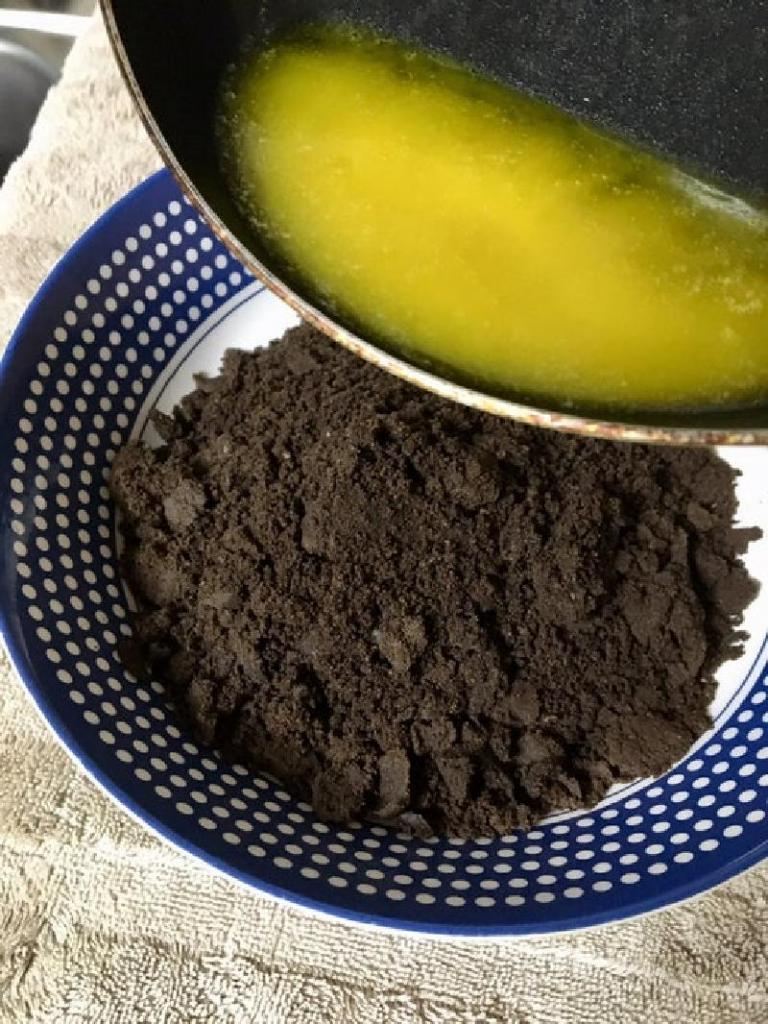 Чизкейк на основе печенья Oreo и хрустящего арахиса в шоколаде: божественный десерт, который оценят ваши дети