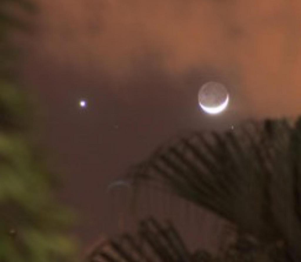 Красивое зрелище: Венера и перевернутая Луна попали на одно фото