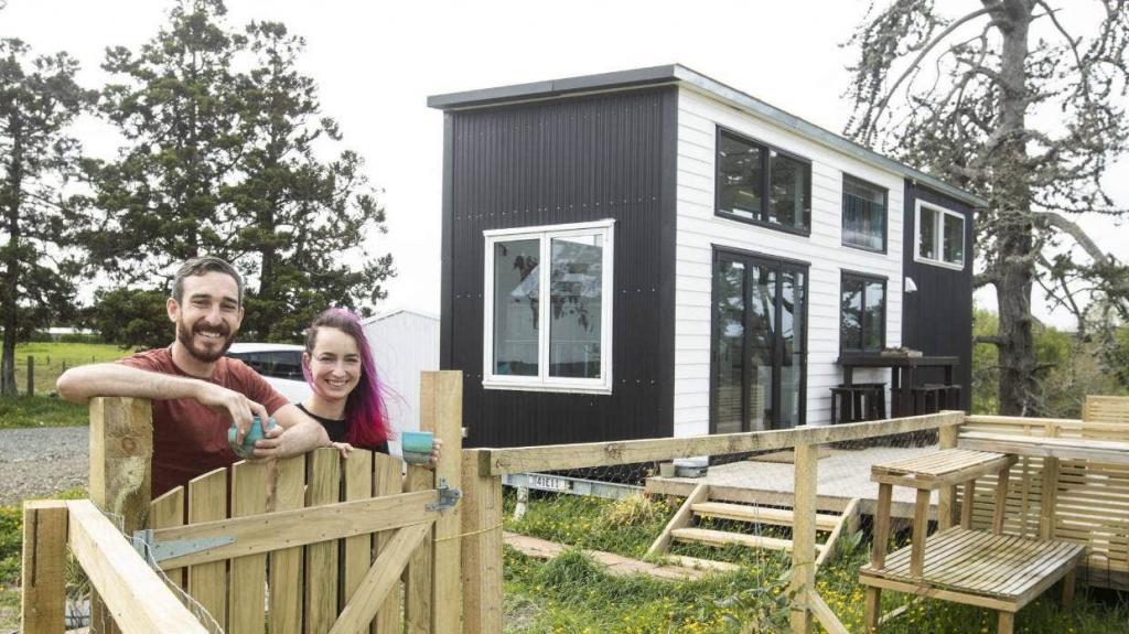 Семья из Новой Зеландии построила мини дом с помощью друзей и инструкции Youtube