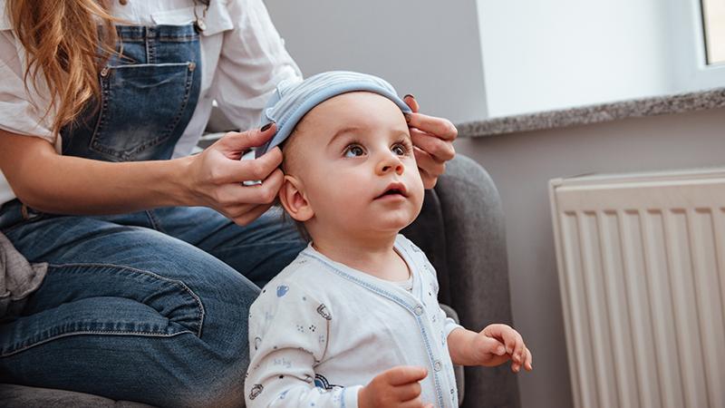 Надевать или не надевать на ребенка шапочку? Доктор Комаровский положил конец вечным семейным спорам