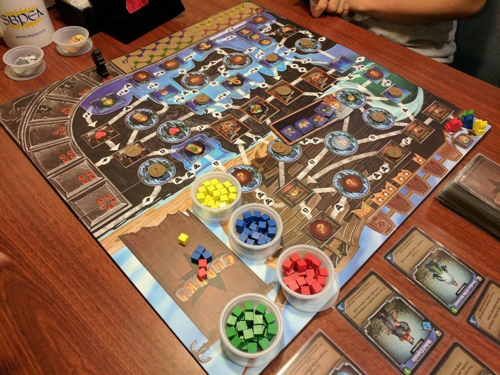 Новые настольные игры и дополнения октября 2020: используем для игровой вечеринки