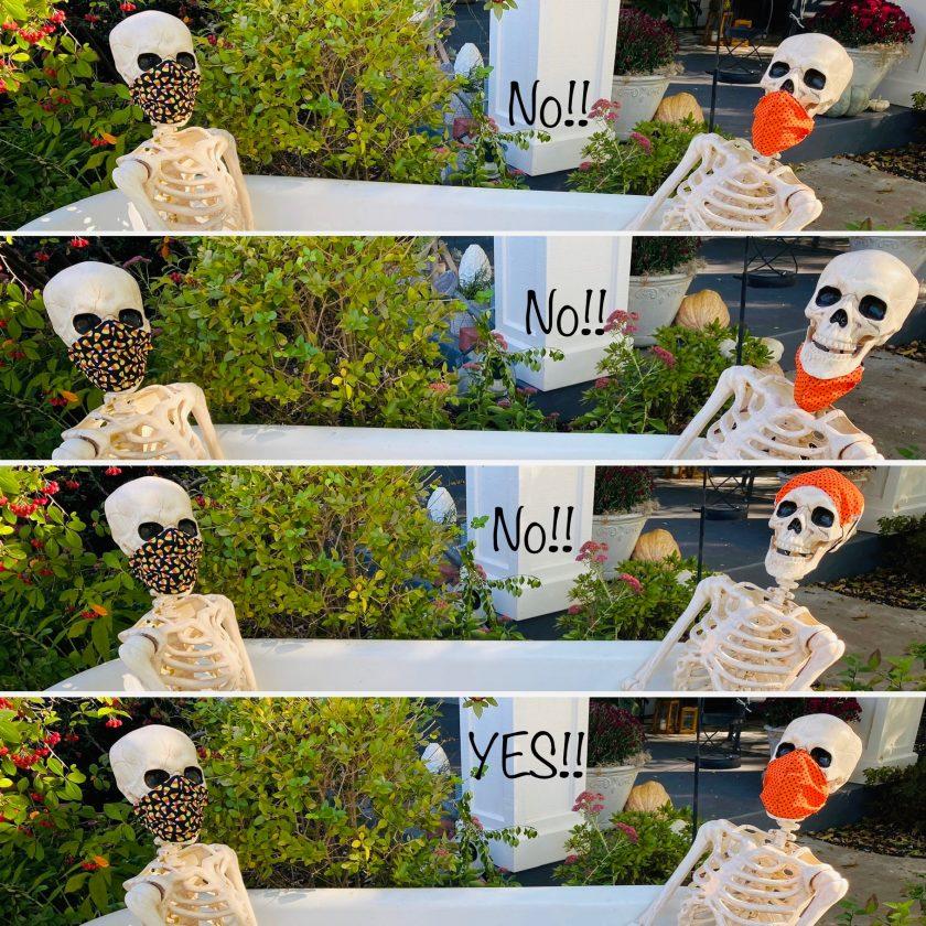 Звезды Хэллоуина - Чарльз и Агата: два муляжа скелетов загорали, обедали, отдыхали в палатках и играли в листьях