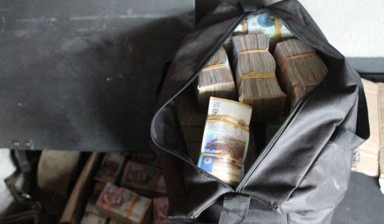 Покупка продуктов обернулась для семьи найденной сумкой с деньгами