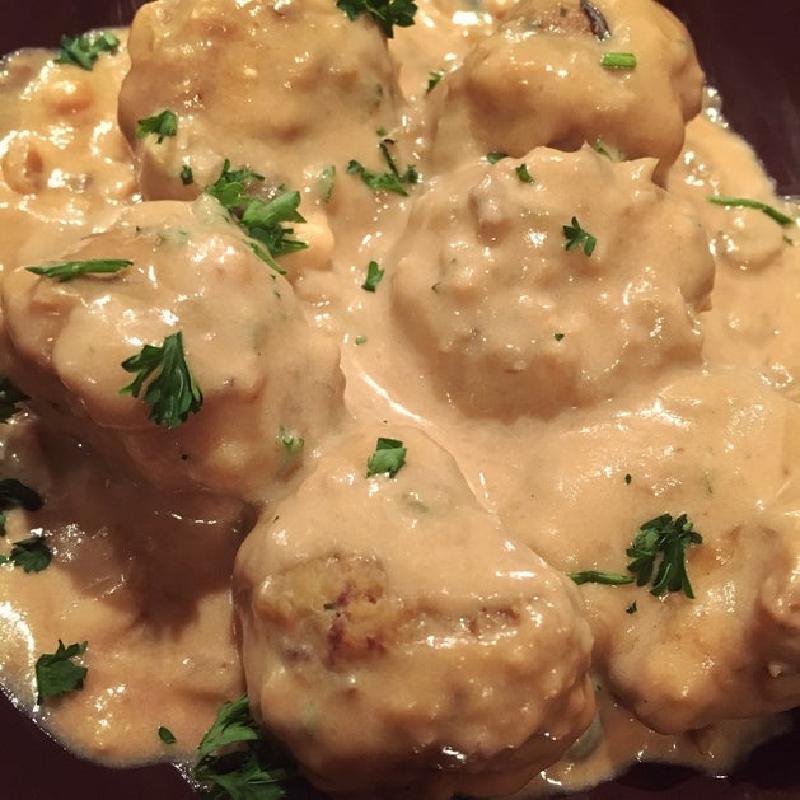 Нежные гусиные фрикадельки в насыщенном домашнем соусе: необычный вариант мясного блюда к пасте