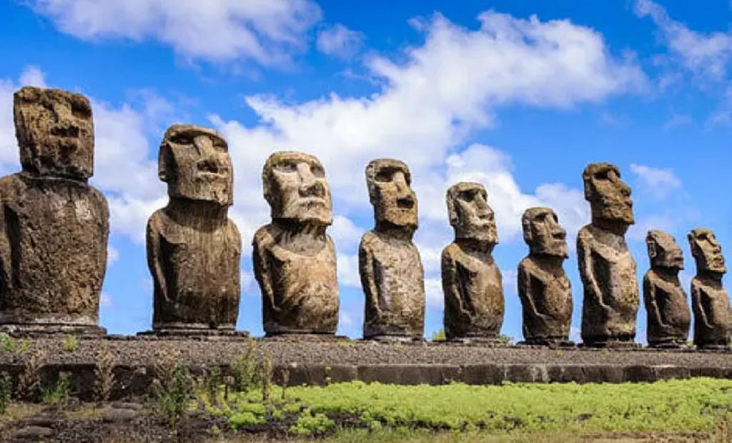Небрежный водитель наехал на священную статую в Чили: общественность негодует и высказывает разные мнения
