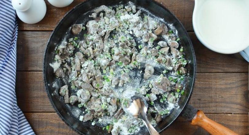Простая, но на редкость сытная запеканка из спагетти, тунца и грибов: подсмотрела рецепт в меню одного итальянского ресторана