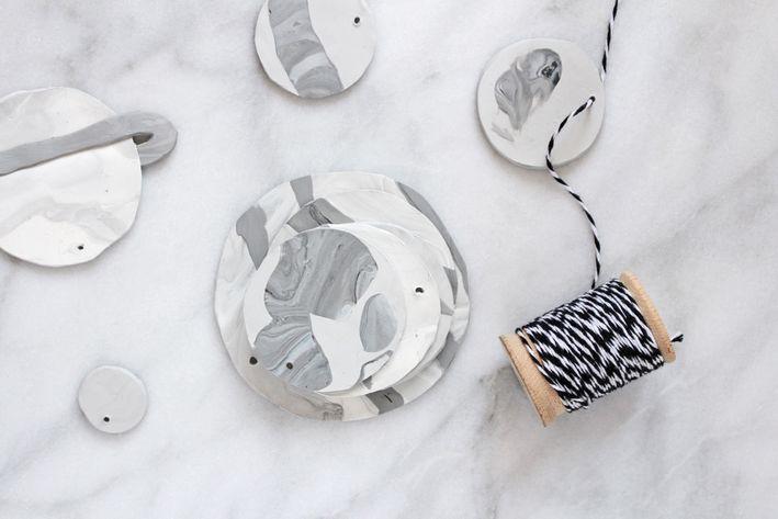 Из полимерной глины я сделала очень красивый детский мобиль с планетами. Он прекрасно вписался в наш минималистичный интерьер