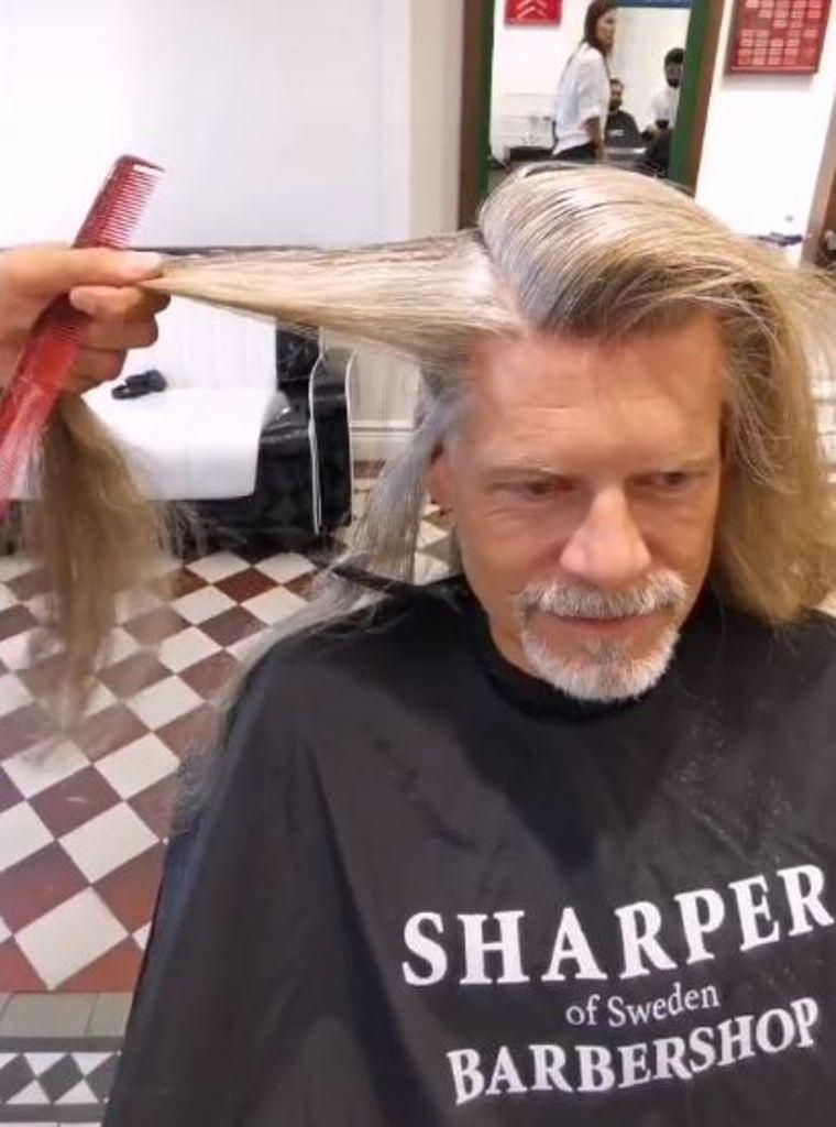 Обойдемся без расчесок – парикмахер срезал косы: барбер поработал над клиентом на славу (фото)