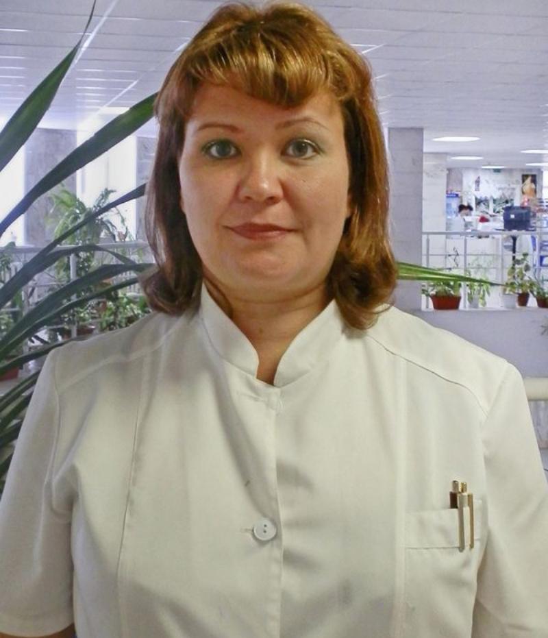 Светлой стороной к лицу: эпидемиолог Ирина Переладова объяснила, как правильно носить одноразовую медицинскую маску