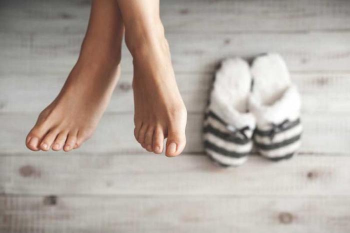 """""""Холодные ноги могут свидетельствовать об опасных болезнях"""": мнение врача-невролога Ирины Ляскиной"""