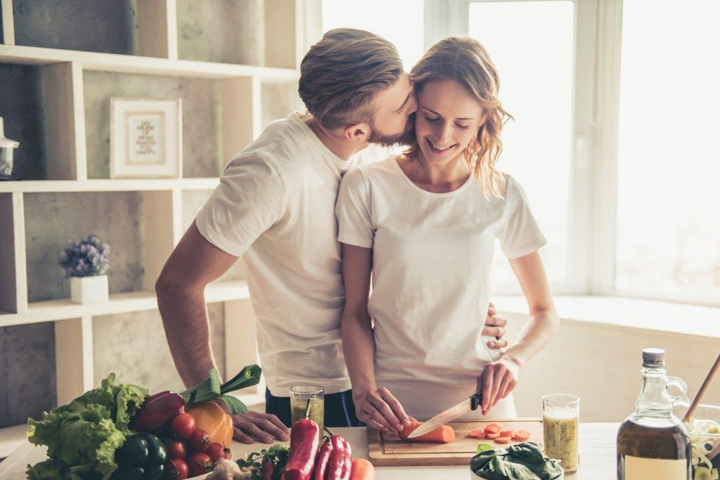 Время для поцелуев и празднование маленьких побед. Простые способы спасти свой брак, про которые все забывают