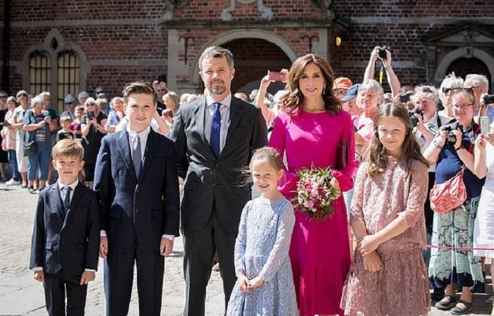 Портрет будущего короля: принц Дании отпраздновал свое 15-летие эффектными фотографиями