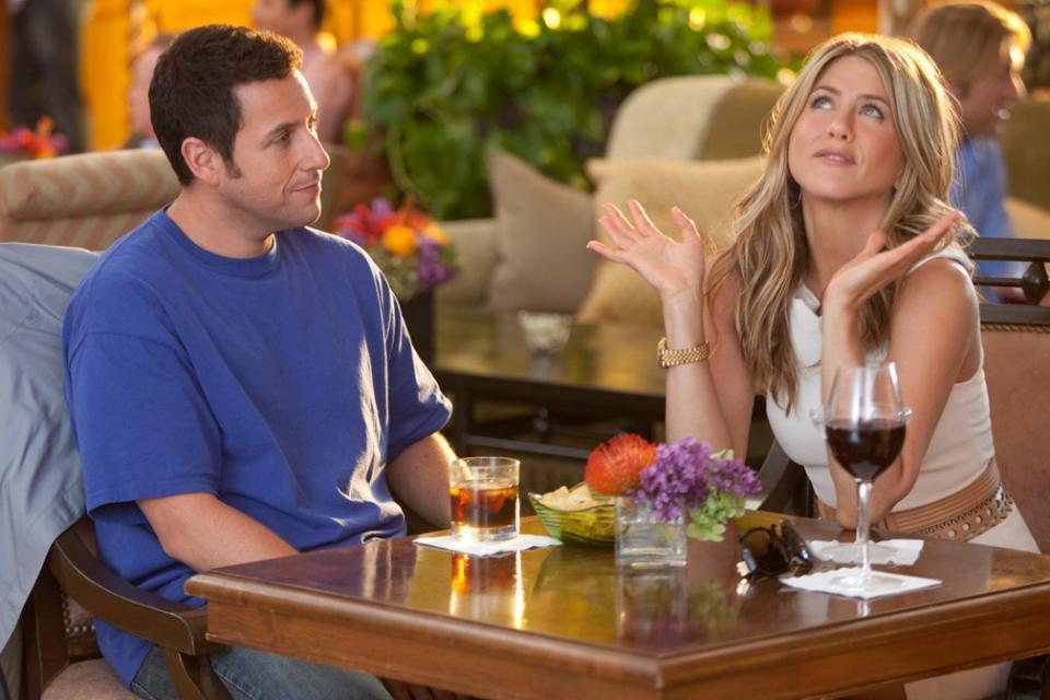 Комплименты-стереотипы, приказы, сравнения, харассмент: девушки рассказали, какие комплименты токсичны и могут испортить свидание
