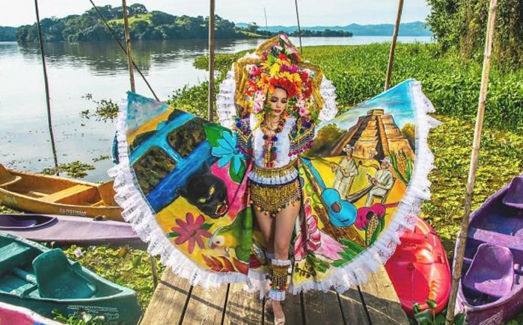"""Конкурсантки """"Мисс Мексика 2020"""" примерили традиционные национальные костюмы. Глаз не оторвать"""