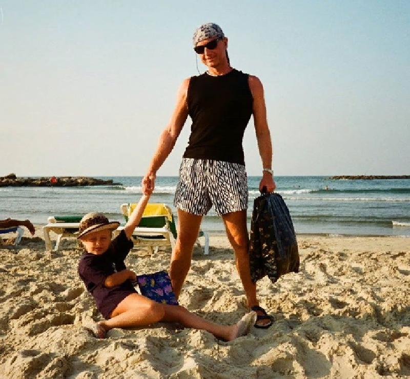«Папуля, незабвенный вечно батя»: дочь сатирика Михаила Задорнова в Instagram разместила архивную фотографию со своим отцом