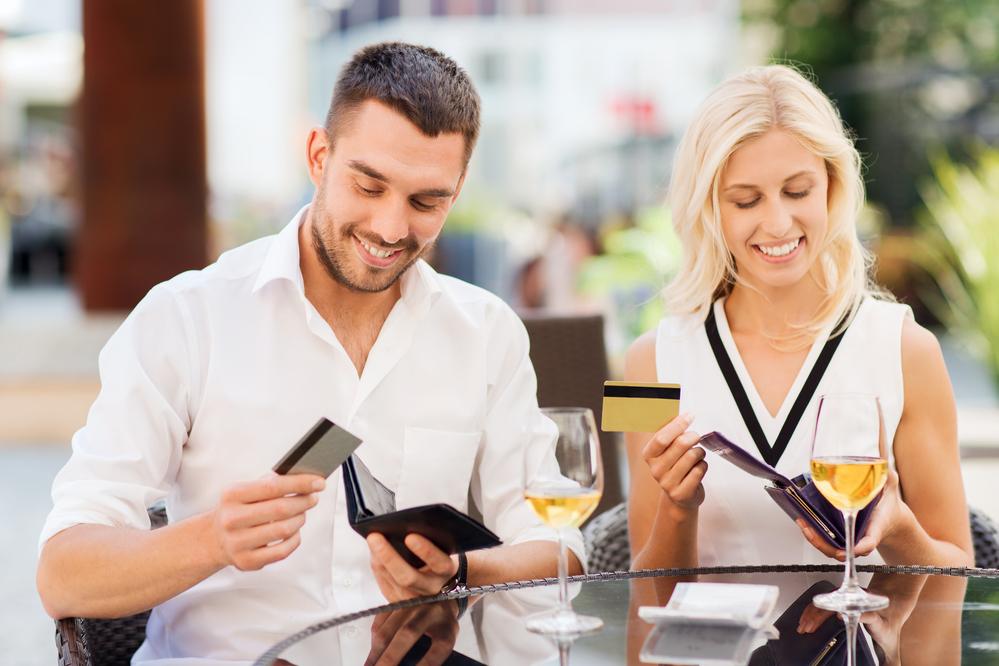 Исследование: 44 % мужчин заявили, что перестанут встречаться с женщиной, которая никогда не платит за ужин на свидании
