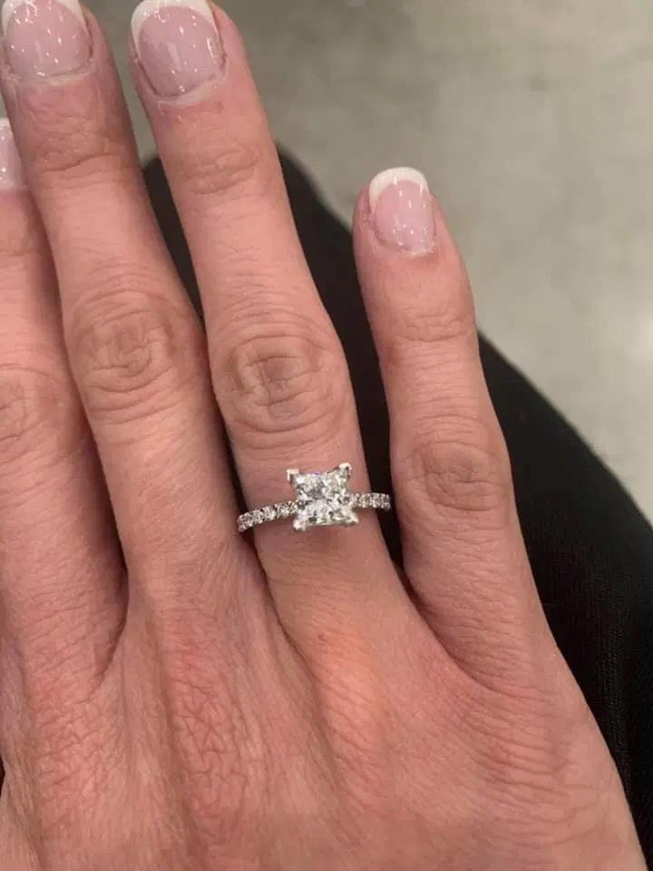 Парень сделал девушке предложение прямо на свадьбе: пара счастлива, а вот окружающие не в восторге