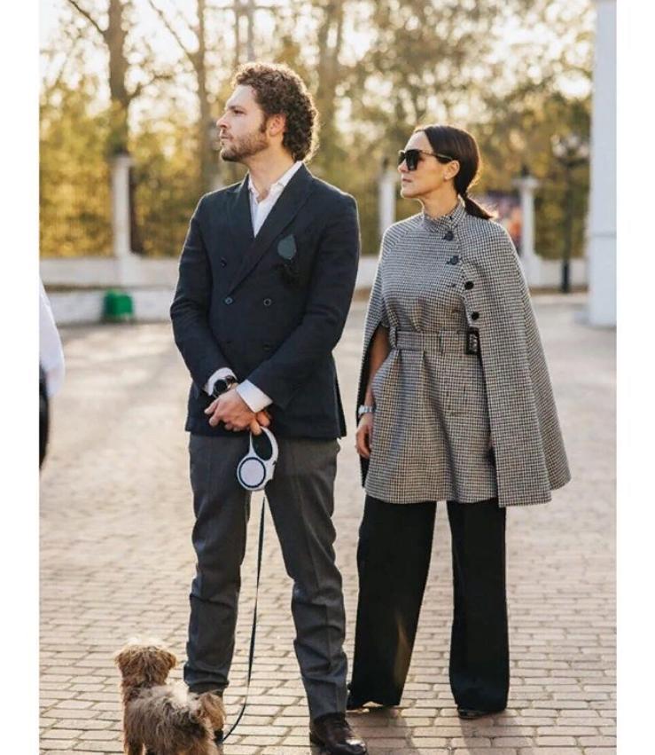 Опора и поддержка внука Ирины Скобцевой: как выглядит жена Константина Крюкова