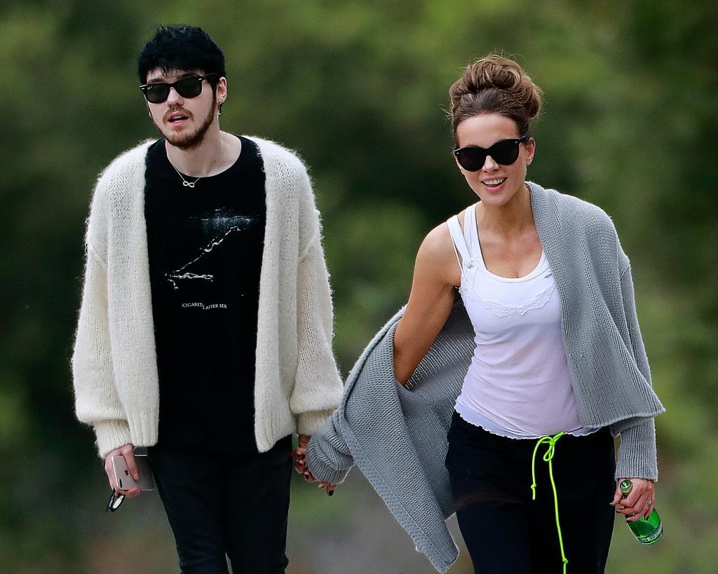 """Звезда """"Ван Хельсинга"""" Кейт Бекинсейл разорвала отношения со своим бойфрендом, который младше нее на 24 года"""