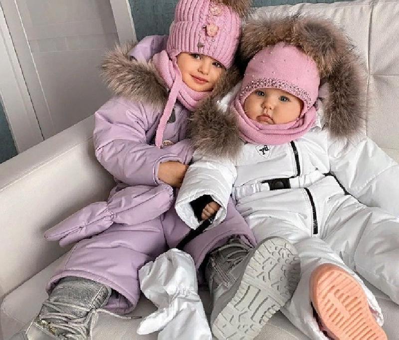 """""""Целуя их в пухлые щечки, задаю вопрос, неужели они мои?"""" Анастасия Костенко поделилась новым фото подросших дочек"""