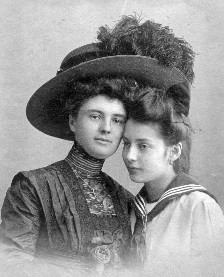 Главная модная потеря столетия - женские шляпки: 9 архивных фото шикарных головных уборов