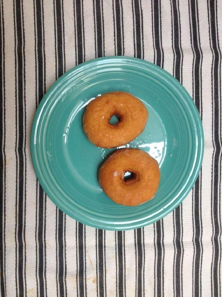 Суперсочный бургер с пончиками вместо булок: лакомство для тех, кто забыл о диете