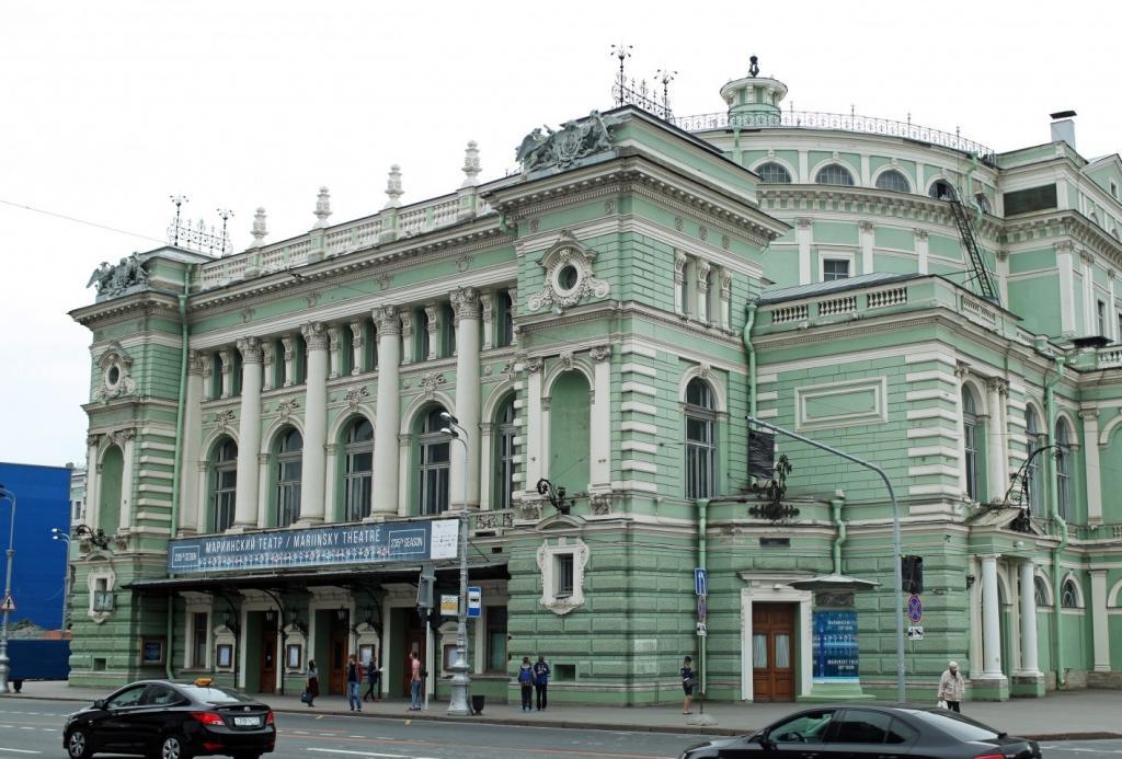 Одно место для одного человека: в Мариинском театре теперь продаются именные билеты, а при входе нужно предъявить удостоверение личности