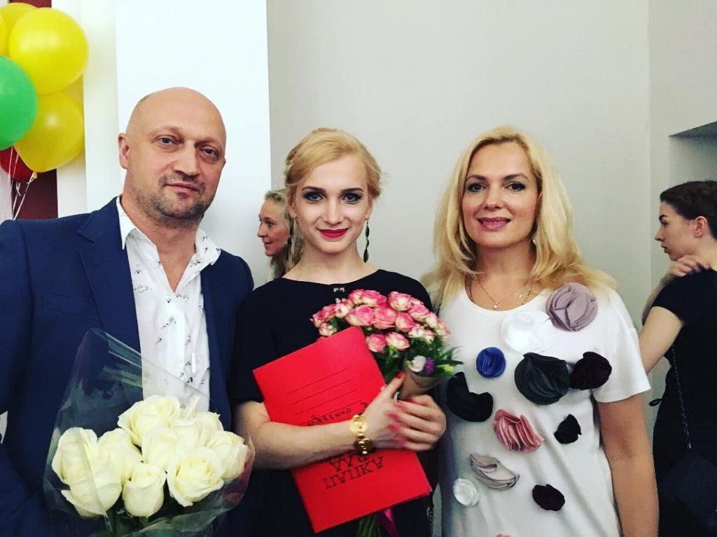 Дочь Куценко и Порошиной выросла красоткой. С новым цветом волос она произвела фурор (новые фото)