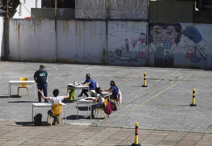 Как пандемия изменила мир: фото социального дистанцирования из разных стран